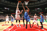 Oklahoma City Thunder v Chicago Bulls: Kyle Korver and Thabo Sefolosha Photographic Print by Joe Murphy