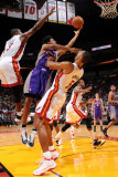 Phoenix Suns v Miami Heat: Josh Childress and Juwan Howard Lmina fotogrfica por Andrew Bernstein