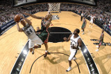 Milwaukee Bucks v San Antonio Spurs: Richard Jefferson and Drew Gooden Photographic Print by D. Clarke Evans