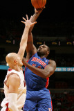 Detroit Pistons v Miami Heat: Jason Maxiell and Zydrunas Ilguskas Photographic Print by Issac Baldizon