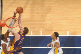 Los Angeles Lakers v Indiana Pacers: Pau Gasol and Roy Hibbert Photographie par Ron Hoskins
