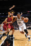 Cleveland Cavaliers v San Antonio Spurs: Anderson Varejao and Tim Duncan Photographic Print by D. Clarke Evans