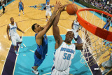 Dallas Mavericks v New Orleans Hornets: Tyson Chandler and Emeka Okafor Photographic Print by Chris Graythen