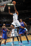 New York Knicks v New Orleans Hornets: Trevor Ariza Photographic Print by Layne Murdoch