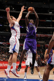 Sacramento Kings v Los Angeles Clippers: Samuel Dalembert and Blake Griffin Photographie par Noah Graham