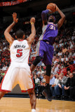 Phoenix Suns v Miami Heat: Hakim Warrick and Juwan Howard Photographic Print by Andrew Bernstein