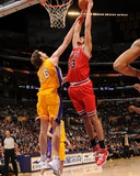 Chicago Bulls v Los Angeles Lakers: Joakim Noah and Pau Gasol Photographic Print by Andrew Bernstein