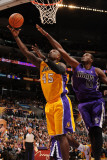 Sacramento Kings v Los Angeles Lakers: Derrick Caracter and Samuel Dalembert Photographie par Noah Graham