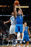 Dallas Mavericks v New Orleans Hornets: Jose Barea and Willie Green Lmina fotogrfica por Chris Graythen