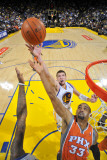 Phoenix Suns v Golden State Warriors: Grant Hill and David Lee Photographic Print by Rocky Widner