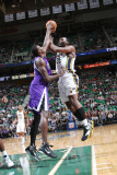 Sacramento Kings v Utah Jazz: Samuel Dalembert and Al Jefferson Photographie par Melissa Majchrzak