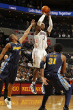 Denver Nuggets v Charlotte Bobcats: Gerald Wallace and Arron Afflalo Photographie par Kent Smith