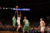 Boston Celtics v New York Knicks: Raymond Felton and Nate Robinson Photographic Print by Lou Capozzola
