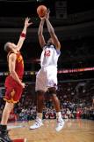 Cleveland Cavaliers v Philadelphia 76ers: Elton Brand and Anthony Parker Fotografisk tryk af Jesse D. Garrabrant