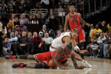 Chicago Bulls v Cleveland Cavaliers: Luol Deng and Anthony Parker Fotografisk tryk af David Liam Kyle
