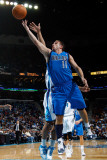 Dallas Mavericks v New Orleans Hornets: Jose Barea Lmina fotogrfica por Chris Graythen