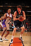 Memphis Grizzlies v Phoenix Suns: Marc Gasol and Channing Frye Photographic Print by Barry Gossage