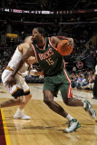 Milwaukee Bucks v Cleveland Cavaliers: John Salmons and Anthony Parker Fotografisk tryk af David Liam Kyle