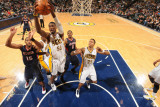 Atlanta Hawks v Indiana Pacers: Roy Hibbert and Al Horford Photographie par Ron Hoskins