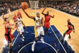 Toronto Raptors v Indiana Pacers: James Posey and Julian Wright Fotografisk tryk af Ron Hoskins