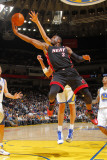 Miami Heat v Golden State Warriors: Dwayne Wade Photographie par Rocky Widner