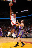 Phoenix Suns v Miami Heat: Jerry Stackhouse and Goran Dragic Fotografisk tryk af Andrew Bernstein