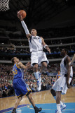 Golden State Warriors v Dallas Mavericks: Shawn Marion and Stephen Curry Photographic Print by Glenn James