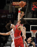 Chicago Bulls v Cleveland Cavaliers: Anderson Varejao and Joakim Noah Photographic Print by David Liam Kyle