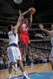 New Jersey Nets v Dallas Mavericks: Devin Harris and Tyson Chandler Photographic Print by Glenn James