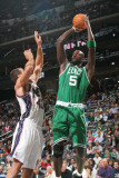 Boston Celtics v New Jersey Nets: Kris Humphries and Kevin Garnett Photographic Print by Jeyhoun Allebaugh