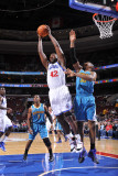 New Orleans Hornets v Philadelphia 76ers: Elton Brand and David West Fotografie-Druck von David Dow