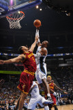 Cleveland Cavaliers v Orlando Magic: Ryan Hollins and Dwight Howard Photographic Print by Fernando Medina