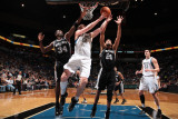 San Antonio Spurs v Minnesota Timberwolves: Antonio McDyess, Kevin Love and Tim Duncan Lmina fotogrfica por David Sherman