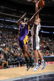 Los Angeles Lakers v New Jersey Nets: Lamar Odom and Kris Humphries Photographic Print by Andrew Bernstein