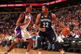 Memphis Grizzlies v Phoenix Suns: Rudy Gay and Channing Frye Photographic Print by Barry Gossage