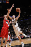 Portland Trail Blazers v San Antonio Spurs: Manu Ginobili and Joel Przybilla Fotografisk tryk af D. Clarke Evans