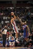 New York Knicks v Detroit Pistons: Tayshaun Prince and Wilson Chandler Fotografisk tryk af Allen Einstein