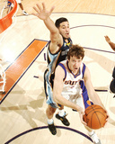 Memphis Grizzlies v Phoenix Suns: Goran Dragic and Greivis Vasquez Photographic Print by Barry Gossage