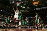 Boston Celtics v Cleveland Cavaliers: Mo Williams and Glen Davis Photographie par David Liam Kyle
