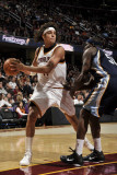 Memphis Grizzlies v Cleveland Cavaliers: Anderson Varejao and Zach Randolph Photographie par David Liam Kyle