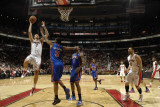 New York Knicks v Toronto Raptors: Andrea Bargnani and Shawne Williams Photographie par Ron Turenne