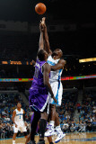 Sacramento Kings v New Orleans Hornets: Emeka Okafor and Samuel Dalembert Photographie par Chris Graythen