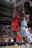Houston Rockets v Dallas Mavericks: Jordan Hill and Tyson Chandler Photographic Print by Glenn James