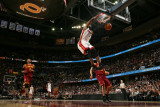 Miami Heat v Cleveland Cavaliers: Dwyane Wade, Mo Williams and Anthony Parker Fotografisk tryk af David Liam Kyle