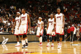 Indiana Pacers v Miami Heat: LeBron James, James Jones, Eddie House, Dwyane Wade and Chris Bosh Fotografie-Druck von Issac Baldizon