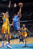 Oklahoma City Thunder v New Orleans Hornets: Russell Westbrook and David West Fotografie-Druck von Layne Murdoch