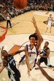 Memphis Grizzlies v Phoenix Suns: Josh Childress and Sam Young Lmina fotogrfica por Barry Gossage