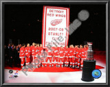 The Detroit Red Wings with the 2007-08 Stanley Cup Championship Banner Prints