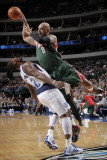 Milwaukee Bucks v Dallas Mavericks: Drew Gooden and DeShawn Stevenson Photographic Print by Glenn James