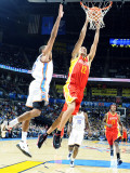 Houston Rockets v Oklahoma City Thunder: Kevin Martin and Thabo Sefolosha Photographic Print by Larry W. Smith